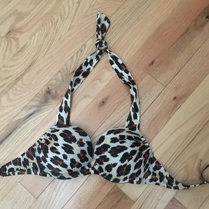 Victoria Secret add two cup sizes 32A/XS bottoms